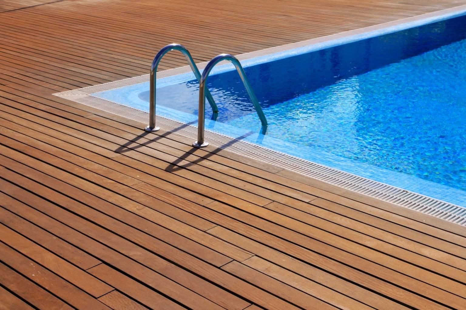 Vente d 39 accessoires et de produits de piscine n mes for Vente accessoire piscine